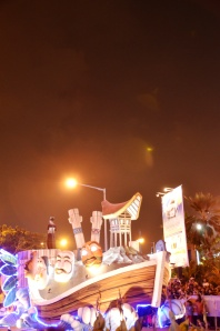 kereta karnaval yang ada Tongkonannya