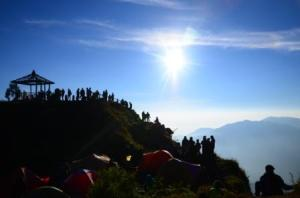 Bersama pendaki SIkunir yang nenda di kaki bukit